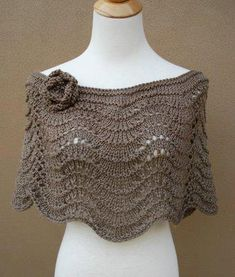 This capelet is an elegant and fashionable piece. It has a modern yet vintage look. Its style is timeless. This capelet has wide scoop neck, Knitted Shawls, Crochet Scarves, Crochet Shawl, Crochet Clothes, Knit Crochet, Loom Knitting, Hand Knitting, Knitting Patterns, Crochet Patterns