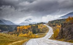Download wallpapers autumn, mountains, forest, valley, mountain tops, fog, rainy weather, Canyon Creek