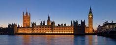 El Palacio de Westminster visto desde la margen derecha del río Támesis.