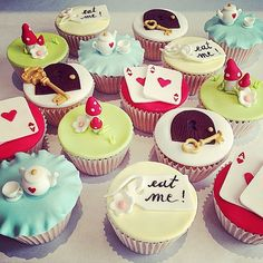 Alice in Wonderland Obsession - Disney cupcakes Disney Cupcakes, Disney Desserts, Disney Food, Cupcakes Decoration Disney, Fondant Cupcakes, Cute Cupcakes, Party Cupcakes, Alice In Wonderland Cupcakes, Alice In Wonderland Tea Party
