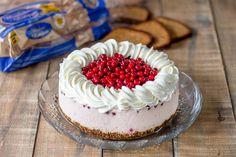 Hyydytetty puolukkakakku Cake, Desserts, Food, Pie Cake, Meal, Cakes, Deserts, Essen, Hoods