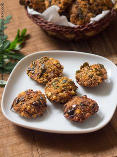 A tasty healthy and crispy South Indian fritters using Drumstick leaves. Evening Snacks Indian, Easy Evening Snacks, Indian Snacks, Indian Food Recipes, Kale Recipes, Vegan Recipes, Snack Recipes, Curry Leaves, Learn To Cook