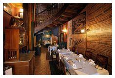 U Modré kachničky II je stylová restaurace v srdci Prahy s kouzelným retro interiérem, působivou atmosférou a fantastickým šéfkuchařem Michaelem Váňou, který vařil i pro norského a