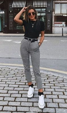 """Catchy Fall Outfits To Copy Right Now""""},""""type"""":""""pin Kurze Mom Jeans, Camiseta Tommy Jeans und alle Star Branco. Kurze Mom Jeans und All Star BrancoKurze Mom Jeans und All Star BrancoMom Jeans und Converse All Star WeißMom Jeans. Style Outfits, Cute Casual Outfits, Casual Dresses, Edgy Outfits, 6th Form Outfits, Cool Girl Outfits, Grunge Outfits, Simple Dresses, Best Outfits"""