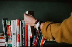How to Read Like a CEO Without Breaking a Sweat: 47 Books a Year