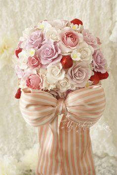 046//リボンが大好きという花嫁さま。ドレスのバックについていた、ぷっくりリボンに合わせて、正面のストライプリボンはぷっくり大きなデザインで。