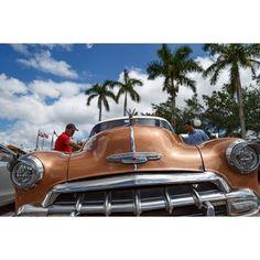 Что делать если вы ненадолго оказались на Кубе? Куда отправиться где выкурить лучшую сигару и съесть настоящий манго как успеть почувствовать настоящий дух Cuba libre? На вопросы отвечает участница клуба Российское фото Ирина Барышникова которая побывала в таком путешествии. via Rosphoto on Instagram - #photographer #photography #photo #instapic #instagram #photofreak #photolover #nikon #canon #leica #hasselblad #polaroid #shutterbug #camera #dslr #visualarts #inspiration #artistic #creative…