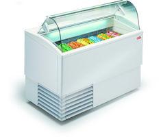 Eisvitrine, PUNTO 12R LX extra hohe Innenwanne für Eisbehälter H: 12 cm in doppelter Lage, gekühltes Reservefach zur kurzzeitigen Lagerung von Speise- eis, 4 Stk. Doppellenkräder Kapazität: 12+12 Eisbehälter 5 Lt. 36 x 16,5 x 12 cm übereinander stapelbar oder 19 Eisbehälter 4,75 Lt. 26 x 15,7 x 17 cm Kältemittel: R290 Temperaturbereich: -16°/-14°C Anschlusswert: 230 V / 1755 W Abm.: 211,9 x 80 x 117,6 cm (BxTxH) Eiswannen gegen Aufpreis Outdoor Furniture, Outdoor Decor, Outdoor Storage, Container, Home Decor, Tub, Decoration Home, Room Decor, Home Interior Design