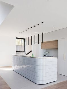 A Study in White Minimalism: Contemporary Sydney Residence with a Smaller Brother! A Study in White Minimalism: Contemporary Sydney Residence with a Smaller Brother! Home Interior, Interior Design Kitchen, Home Design, Interior Architecture, Minimal Kitchen Design, Study Architecture, Australian Architecture, Contemporary Interior, Home Decor Kitchen