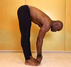 When Keith Mitchell, the former NFL linebacker turned yogi stopped by Yoga Shanti in Manhattan recently, he showed us a few moves (featured below) to help create space in the lower back. He teaches Iyengar Yoga, Ashtanga Yoga, Vinyasa Yoga, Yoga Poses For Men, Yoga For Men, Kundalini Yoga, Yoga Meditation, Yoga Fitness, Health Fitness