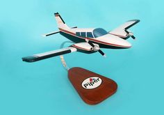 EXECUTIVE SERIES 1/28 DESKTOP MODEL PIPER SENECA PLANE! MINT! H9228