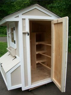 Coop Photo Galleries. The best thought out design I've seen yet! #ChickenCoop