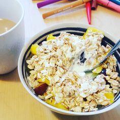 Morgen. Schnell was frühstücken dann sammel ich die Familie ein und wir gehen wählen und zu einem Fest. Wad macht ihr heute schönes? #mamablog #healthyfood #müsli #vegetarian #germanblogger #blogger_de #mommyblogger_de #blogger_de