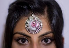 One of our absolute favourites! This stunning piece is a great way to dress up any outfit!  To purchase, go to www.etsy.com/shop/kaurcollections #tikka #indiantikka #indian #indianheadpiece #headpiece #jewelry #jewellery #indianjewelry #indianjewellery