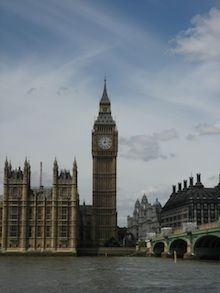 Man explains how he achieved a $700 vacation to London without having to stay in hostels!