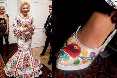 Ilona Medveczky in a Kalocsa's embroideried dress Panamanian Women, Latin Brides, Wedding Shoes, Wedding Dresses, Lindsay Lohan, Floral Motif, Hungary, Couture Fashion, Folk Art