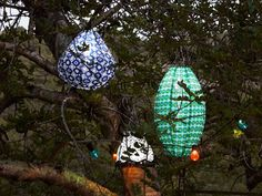Solar-powered pendant lamps in different shapes and colours, hanging outdoors in a tree. Ikea Outdoor, Outdoor Lamps, Solar Energy, Solar Power, Solar House, Home Upgrades, Design Projects, Christmas Bulbs, Home Improvement
