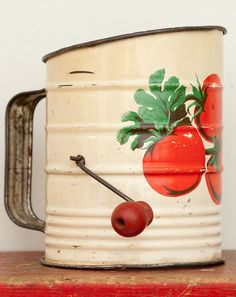 Vintage Enameled Metal Flour Sifter ... I still have my grandmothers