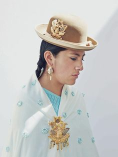 Cholita 2013 calendar's Miss December, Rocio Gabriela Matias Segales. Photo Nick Ballon for Port Magazine. Lovely lady and photo! Bolivia, Chola Girl, Coloured Girls, Bowler Hat, International Style, Cultural, Art Music, Beautiful People, Feeling Beautiful