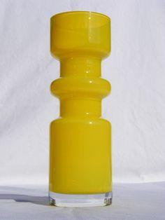 Åseda - Bo Borgström 1960s yellow cased glass vase Vases Decor, Art Decor, Industrial, Oranges And Lemons, Decorative Glass, Modern Glass, Retro Art, Colored Glass, Wind Chimes