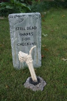 Halloween Yard Decorations, Halloween Party Decor, Halloween House, Holidays Halloween, Haunted Mansion Halloween, Diy Halloween Tombstones, Halloween Tombstone Sayings, Haunted Graveyard, Halloween Yard Art