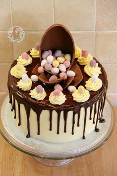 Vanilla Cakes layered with Vanilla Frosting, a Dark Chocolate Ganache Drip, & packed full of Mini Eggs – The perfect Easter Showstopper! I posted a photo of a 'drip cake' a f… Easter Recipes, Dessert Recipes, Cake Recipes, Easter Desserts, Vanilla Cake, Vanilla Frosting, Ganache Icing, Mini Eggs Cake, Easter Cake With Mini Eggs