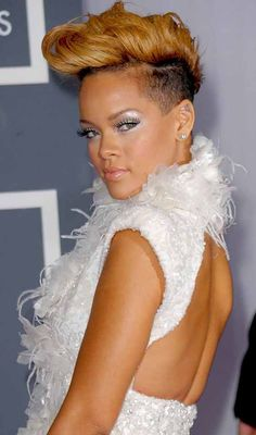 Rihanna is a rebellious star when it comes to hairstyling. One would be quick to think that Rihanna is a cry for attention. To some extent it is true. Who does not admire or envy Rihanna changing looks. Each time Rihanna has changed her hairstyle, fashion mongers just gone awe. Check out some of her most fashionable looks in this article of her looks over time, discover more- Rihanna hairstyles short, curls, pixie