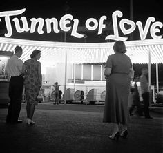wehadfacesthen:  Tunnel of love, 1949, photo by Martha Holmes