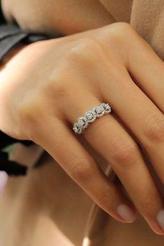 Fresh Engagement Ring Trends For 2018 ❤ See more: http://www.weddingforward.com/ring-trends/ #weddingforward #bride #bridal #wedding #WhiteGoldJewellery #weddingringsgoldjewellery
