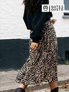 #gutsgusto #style #ootd #inspiration #inspo #fashioninspo #summerisover #outfit #fashion #newstyles #newin #new #newcollection #fw2020 Waist Skirt, High Waisted Skirt, Sequin Skirt, Sequins, Skirts, Dresses, Fashion, Vestidos, Moda
