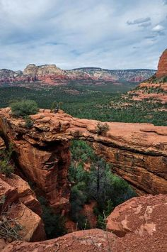 Plan a trip to Sedona, Arizona to admire the beautiful landscape, visit the city's attractions and museums. Sedona Arizona, Arizona Travel, Arizona Usa, Places To Travel, Places To See, Adventure Is Out There, Vacation Spots, Travel Usa, Beautiful Landscapes