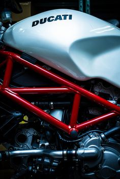 >interesting and beautiful close up of a ducati Ducati Desmo, Moto Ducati, Ducati Motorcycles, Vintage Motorcycles, Custom Motorcycles, Custom Bikes, Motorcycle Design, Motorcycle Bike, Bike Design