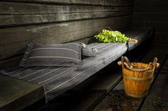 Liituraita sauna seat cover and sauna pillow. Liituraita-laudeliina ja sauna-tyyny. Jokipiin Pellava Oy. #jokipiinpellava #liituraita #sauna #saunapillow #seatcover #blacksauna #saunatyyny #laudeliina