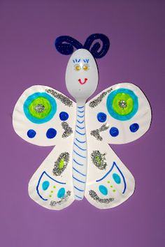 Create butterflies using paper plates & plastic spoons. The Princess and the Tot: Tot School