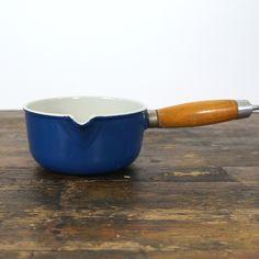 Blauw gietijzer steelpannetje houten handvat maat 14