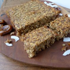 This healthy flapjack recipe uses a combination of dried dates and banana for sweetness, making them a wholesome snack everyone will enjoy. Banana Flapjack, Healthy Flapjack, Flapjack Recipe, Sans Lactose, Sans Gluten, Gluten Free, Dairy Free, Sugar Free Flapjacks, Healthy Breakfast Meals