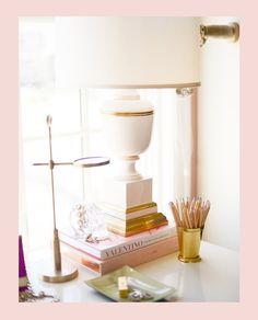 inspiração de escritório feminino | compre papelaria e acessórios em www.vipapier.com | decoração, escritório feminino, decoração de escritório, home office, decoração sofisticada, escritório, design de interiores, papelaria de luxo, papelaria fina, vipapier papelaria de luxo, papelaria, decoração, quadros decorativos