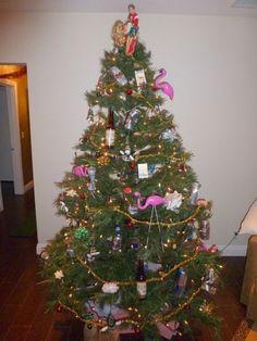Redneck christmas Redneck Christmas, Christmas Ideas, Christmas Tree, Photo Poses, Country, Holiday Decor, Home Decor, Teal Christmas Tree, Decoration Home