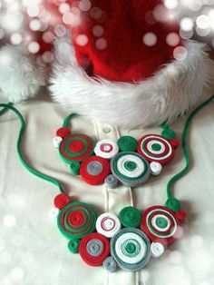 colier alb verde rosu Washer Necklace, Christmas Ornaments, Holiday Decor, Handmade, Jewelry, Green, Hand Made, Jewlery, Jewerly