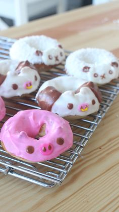 Animal Doughnuts Animal Doughnuts,A Little Something Sweet Cute doesn't begin to describe these sweet, colorful treats. Donut Recipes, Cake Recipes, Dessert Recipes, Delicious Donuts, Yummy Food, Cute Baking, Kawaii Dessert, Cute Donuts, Cute Desserts