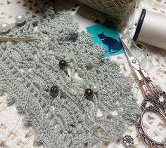 Light grey ..✨#catracraft #ganchillo #grey#bracelet#crochetlace#yarn#crochet