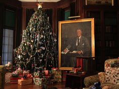 FDR & Val-Kill christmas open houses.  The Living Room at Springwood decorated for Christmas