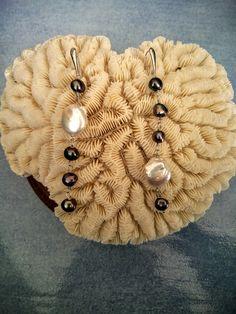Orecchini in argento 925 rodiato con perle scure e perle barocche di Lithodoracapri su Etsy