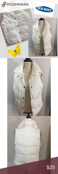 🦋White Old Navy Puffer Vest 🦋 Super cute white Old Navy Puffer Vest NWOT  Size: Medium  Measured across flat approx: Pit to pit 18 inches Length 24 inches   Fast 24 hour shipping Smoke Free Pet Free Home   Awesome bundle deals available !!! 🦋 Old Navy Jackets & Coats Vests
