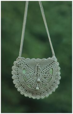 Knit and Crochet Accessories crochet purse… Thanks. Crafts Informations About Crochet hair styles Pin You can easily use my. Mode Crochet, Bag Crochet, Crochet Shell Stitch, Crochet Handbags, Crochet Purses, Crochet Beanie, Crochet Gifts, Crochet Doilies, Doilies Crafts
