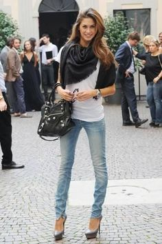 a t shirt and jeans girl. Love the simplicity and effortlessness. heels make it chic!