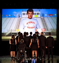 McKinley High Mourns Finn in Pictures From Glee's Tribute to Cory Monteith - Drift. Glee Episodes, Episode 5, Glee Season 6, Finn Glee, Cory Glee, Glee Cory Monteith, Finn Hudson, Glee Club, Glee Cast
