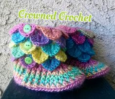 These adorable baby booties are not only cute, but will keep your little ones toes warm as well. These booties are made using, in crochet terms,
