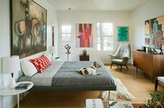 Abstract art gives the midcentury bedroom a modern flavor [Design: Chris Nguyen, Analog – Dialog]
