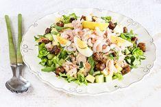 Saaristolaissalaatti on yksinkertainen, mutta juhlava salaatti, joka sopii kesän juhlahetkiin. Colorful Fruit, Delicious Vegan Recipes, Couscous, Pasta Salad, Potato Salad, Salads, Mango, Beans, Food And Drink